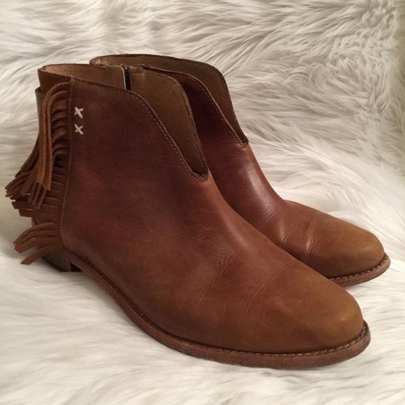0821975ab30 Koolaburra Short Tan Leather Fringe Bootie Size 10